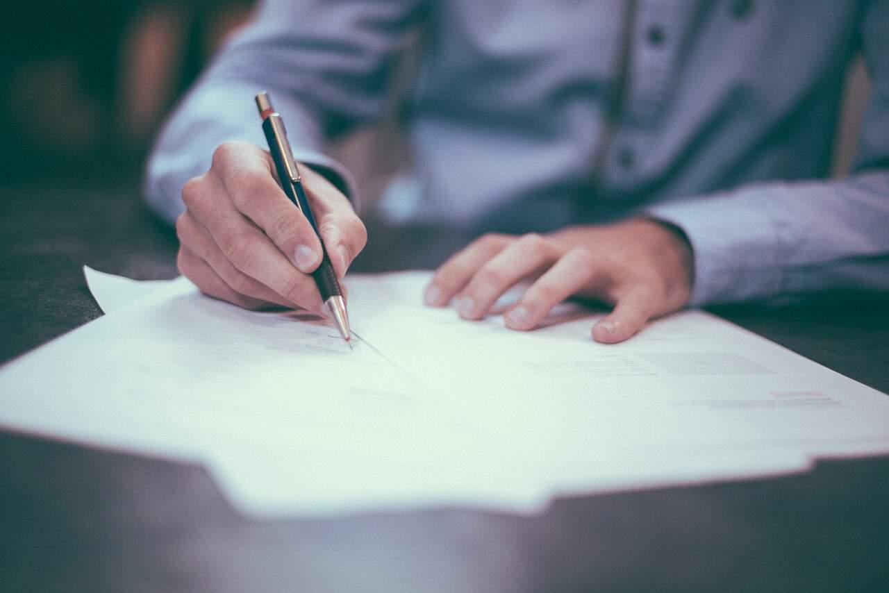 Aufhebungsvertrag - Bei einem Aufhebungsvertrag sollte man zur Sicherheit immer einen Rechtsanwalt für Arbeitsrecht hinzuziehen